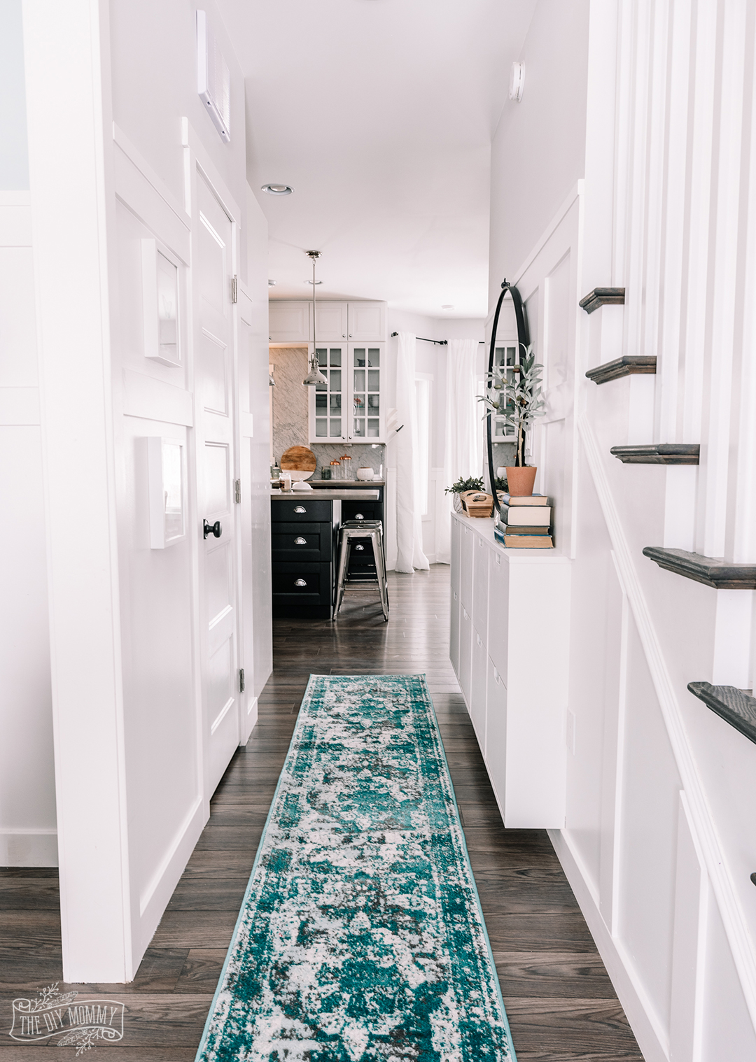 Small Entry Makeover With Tons Of Hallway Storage The Diy Mommy,Colors That Go With Black And White Polka Dots