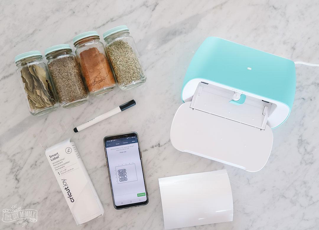 5 ways to organize your kitchen with Cricut Joy - DIY spice jar labels, pantry labels & tea towels