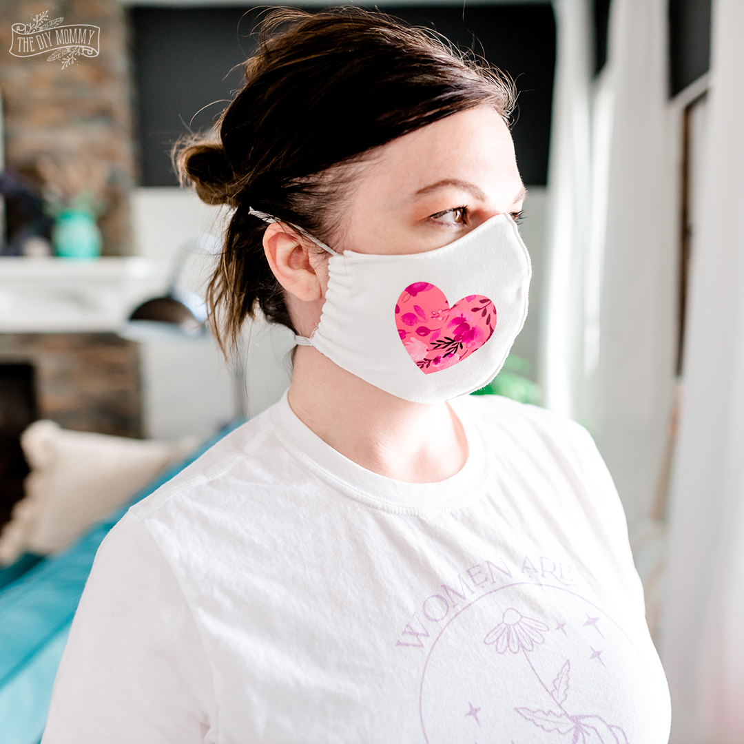 Learn how to sew a DIY fabric face mask with a close fit, elastic straps and a pocket for a filter