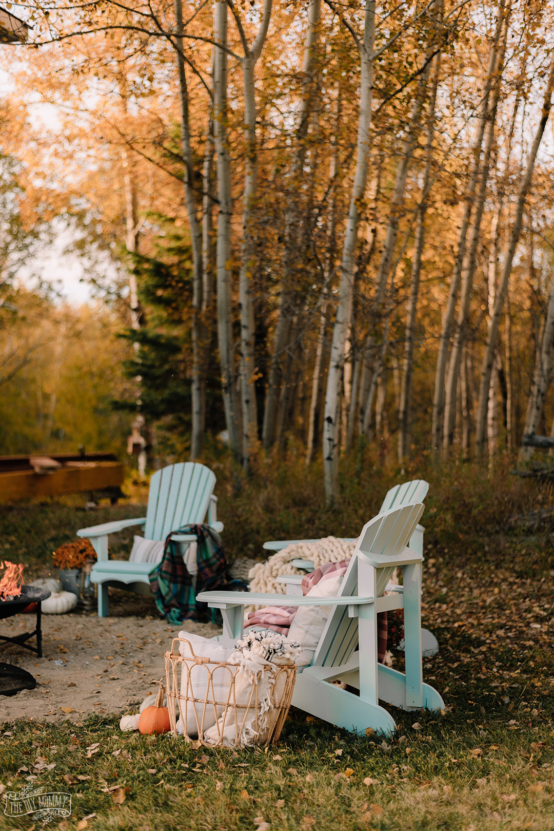 Cozy bakyard fire pit area with DIY Muskoka chairs, upcycled fire pit, s'mores station and cozy textiles for Fall