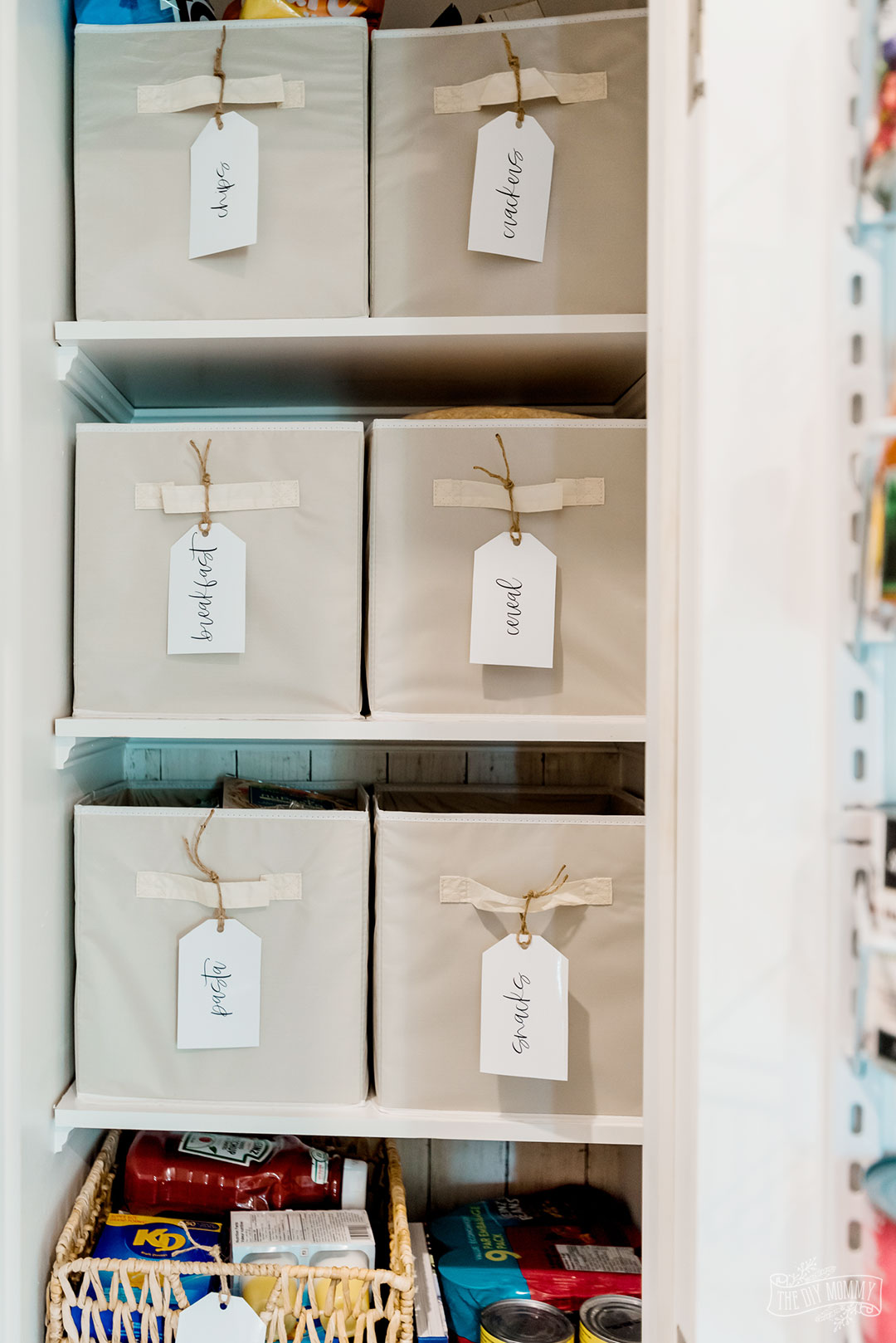 Download these free pantry organization tags in a simple modern farmhouse style.