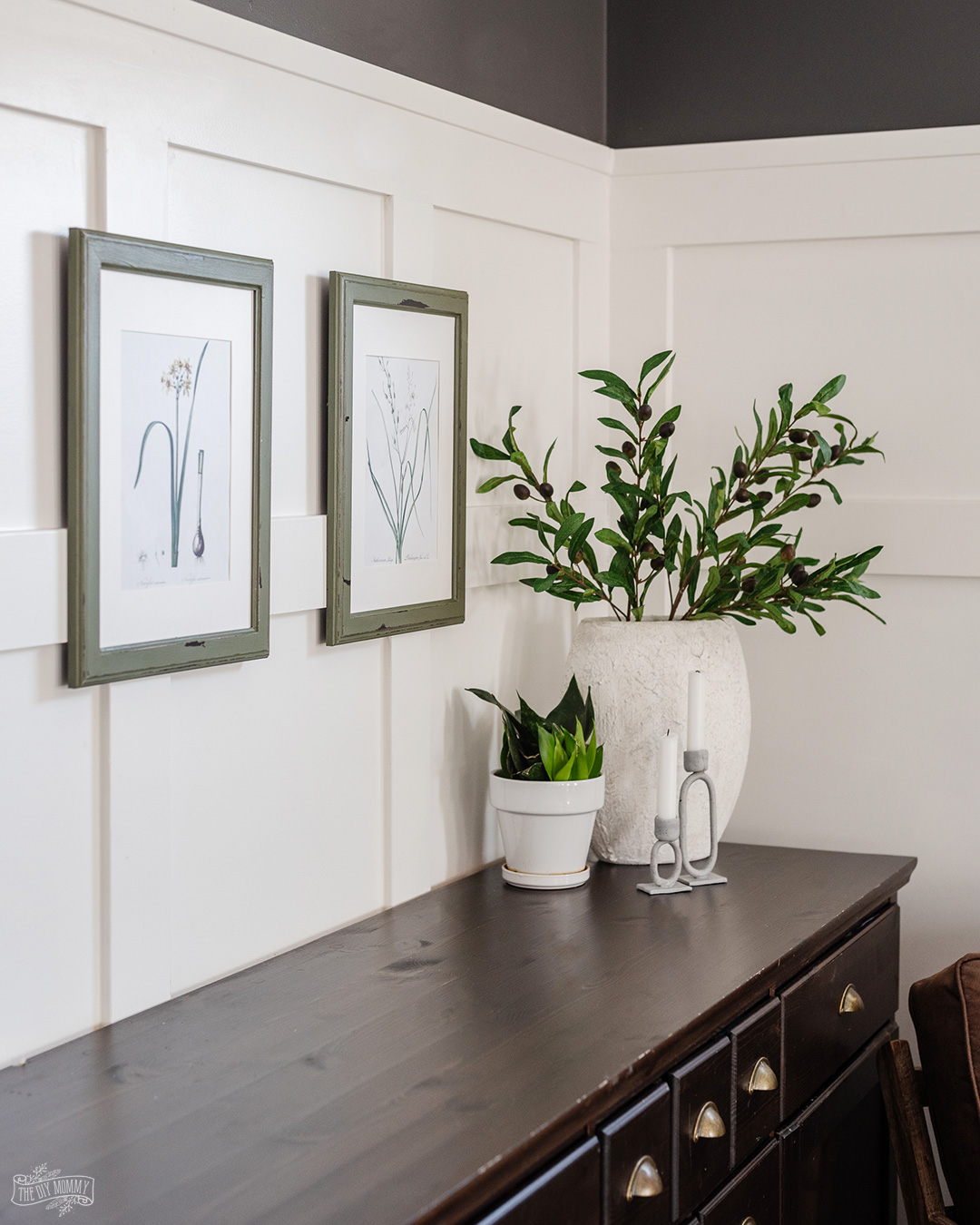 Learn how to find FREE vintage botanical art to print at home. This is a fantastic, budget-friendly wall art solution!