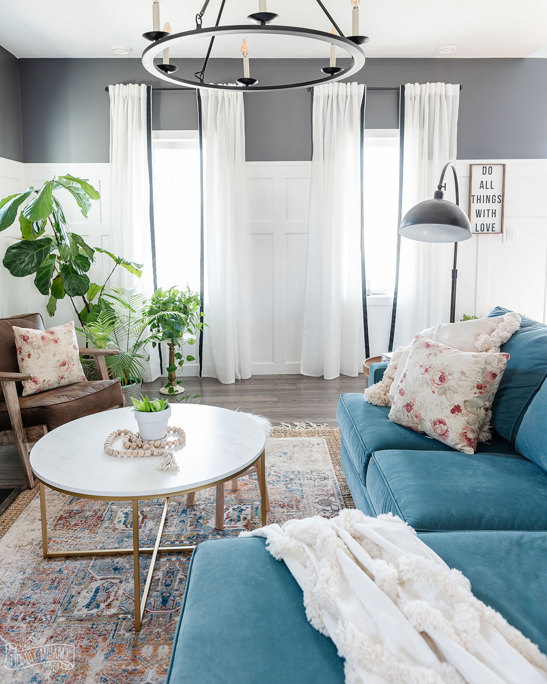 Easy Spring decor ideas for your living room that are simple and budget friendly.