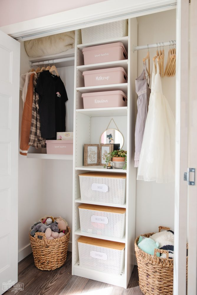 Need some closet organization ideas for your kids' closets? These 5 quick ideas will help make your child's closet more functional and organized so you're ready for the new school year ahead!