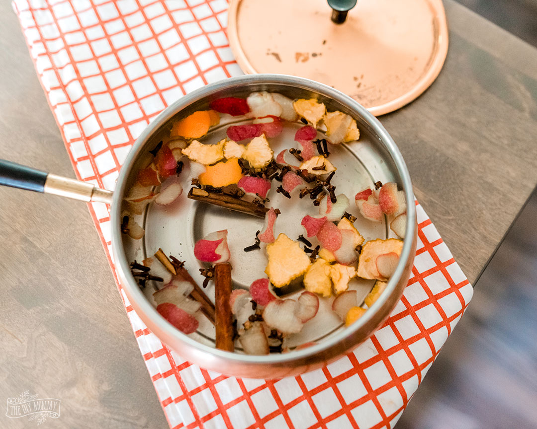 Learn simple recipes for a simmer pot that will make your home smell amazing for any season.